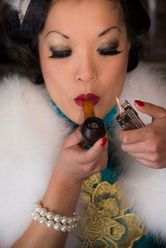 ladies-smoking-pipes-6-334x500.jpg