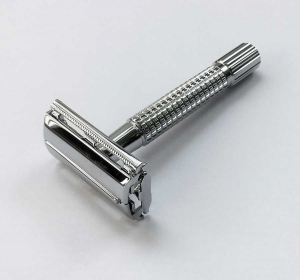 chrome-safety-razor
