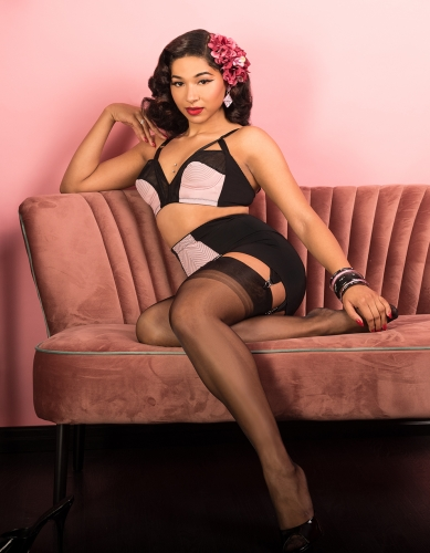 Miss-Eva-Leigh-fully-fashioned-black-389x500.jpg