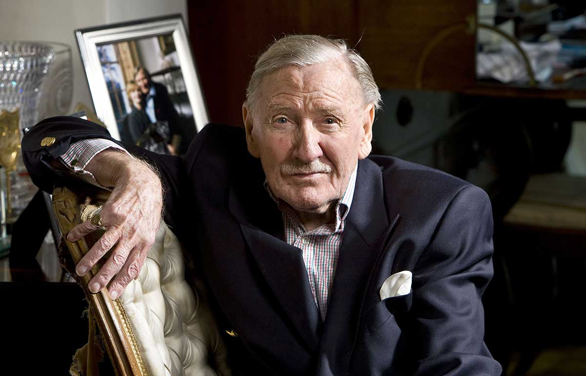 leslie-phillips.jpg